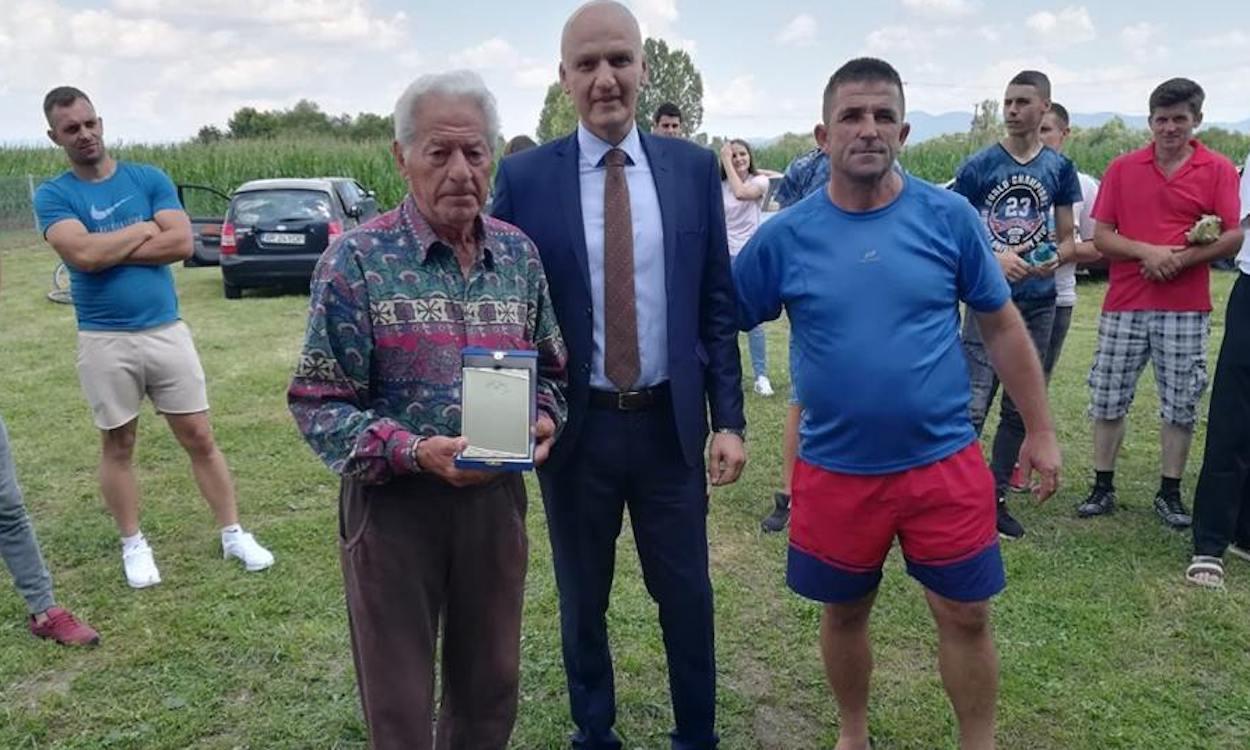 Octogenarul Antoniu Bacoș, premiat de AJF Arad pentru întreaga sa activitate